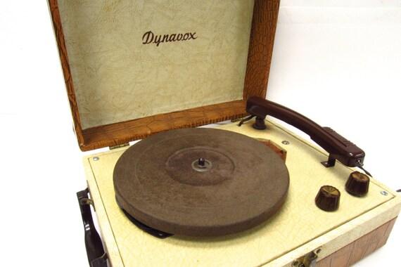 dynavox portable tourne disque faux crocodile ann es 1960. Black Bedroom Furniture Sets. Home Design Ideas
