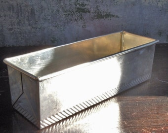 Bread Pan / Vintage heavy beautiful Pan / Texture edge details / Longer profile / Folded Metal Ends