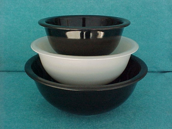 pyrex glass mixing bowl set 3 piece black and white with clear. Black Bedroom Furniture Sets. Home Design Ideas