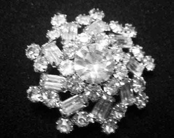 Vintage Weiss Rhinestone Snowflake Brooch