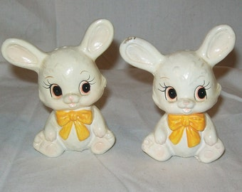 Vintage Salt and Pepper Shakers Bunnies