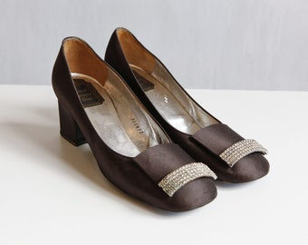 Mod Christian Dior shoes / brown satin shoes with rinhestone detail / party shoes from the 60s / pumps mod shoes / size 6