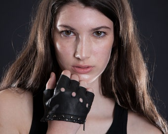 2016 WOMEN'S HALF GLOVES - Leather Gloves - - Biker - Apocalyptic - High Fashion - Accessories - littleKINGDesigns