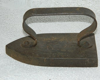 Old iron ironing FM 5. antique french. Old steam iron