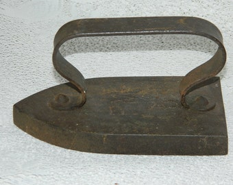 Former iron ironing FM 5. antique English. Old steam iron