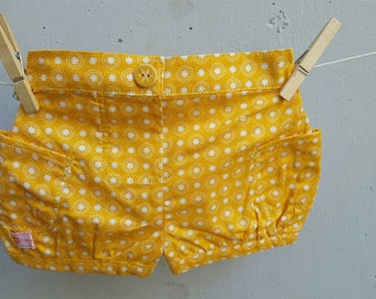 Bubble shorts in size 000