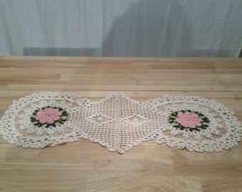 Lovely Vintage Handmade Dresser Scarf Crochet Pink Roses