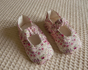 Tykki Duw Reversible Mary Jane Baby Shoes PDF Sewing Pattern