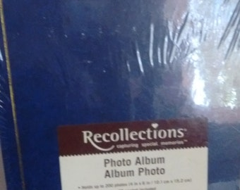 Reflections Photo Album Navy holds up to 200 4x6 photos. CD pocket included Magnetic pages Acid and Lignin free