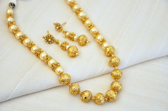 Antique faux pearl necklace | Indian Jewellery | Indian Necklace | Temple Jewelry