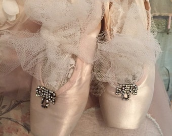 SOLD SOLD !!!Vintage Shabby Worn Pointe Shoes