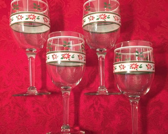 Christmas Holly Set of 8 Painted Wine Glasses