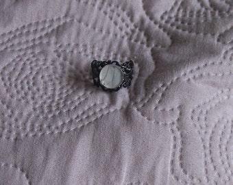 Lenticular ring