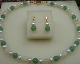 Beautiful necklace with pearls, jade, Aventurine!