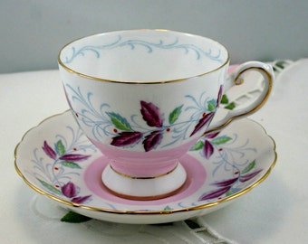 Lovely, Delicate Tuscan Teacup & Saucer, Leaf Pattern, Gold Trimmed, Fine Bone China made in England in 1970s.