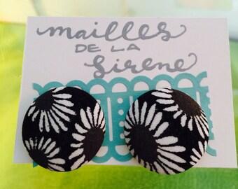 Daisy Button Earrings