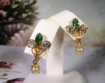 1930s Vintage LEO GLASS – Jewels of Fashion, Pearl and Emerald Screw Back Gold Tone Earrings