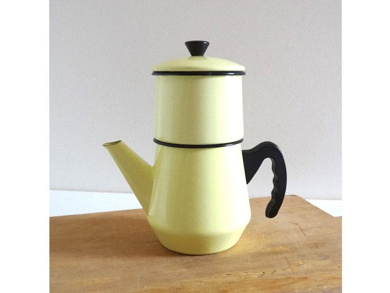 cafeti re maill e ancienne jaune clair ann es 50 vaisselle. Black Bedroom Furniture Sets. Home Design Ideas