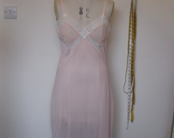 1950s nylon and lace pale pink slip/nightdress