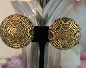 Reduced -  Vintage Elegant Vintage Les Bernard Goldtone Metal Round Clip On Earrings - Absolutely Stunning!
