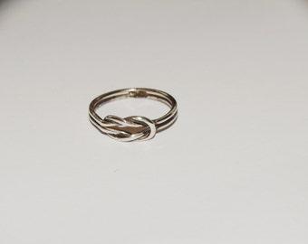 Vge Sterling Love Knott 7.5 Ring.