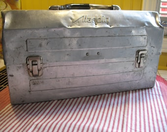 Aladdin box has lunch year aluminum 1960.Boite picnic, storage.