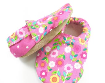 Pink flower baby shoes girl baby booties soft sole shoes flower toddler shoes vegan baby shoes pink crib shoes flower baby clothes
