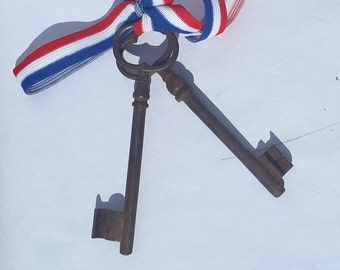Set of 2 EXTRA LARGE Frenh skeleton keys / shabby chic cottage
