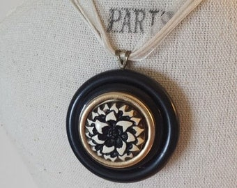 Black and White Vintage Button Necklace~Black Button Pendant Necklace~Repurposed Jewelry and Button Necklace~Ivory Ribbon Necklace