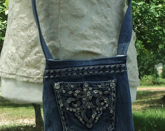 upcycled jean purse, denim purse, crossbody purse, crossbody bag, blue jean purse, small purse