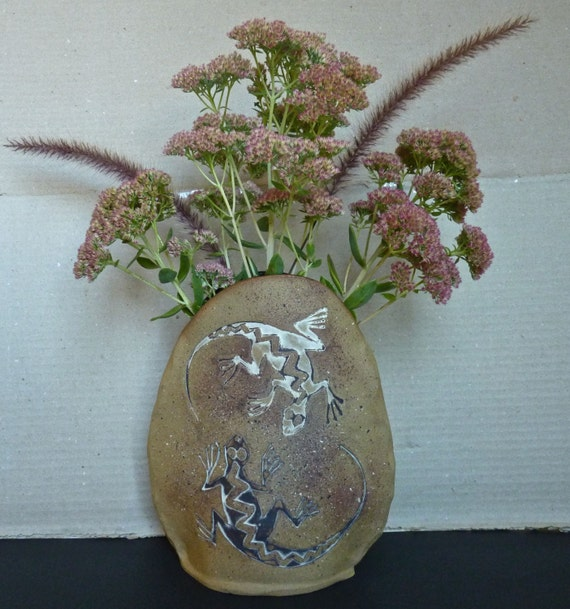 CLAYWARE SCULPTURAL VASE ~ Artist Karin Lamb ~ Earthstones Pottery ~ Hand Made In Montana ~ Ghecko Motif ~ Lovely Earth Tones ~ Organic Art