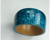 Vintage Wood Painted Bangle | 1980s Ocean Blue Speckled Aqua Bracelet | 80s Turquoise Hippie Boho Chic Bracelet