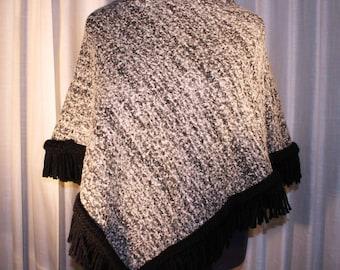 Zwart/wit/grijze wollen poncho