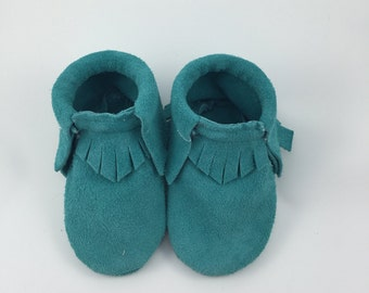 Baby moccasin / turquoise suede leather