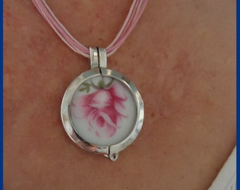 Pendant from porcelain with a pink rose