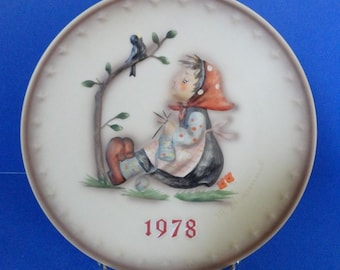 "Vintage 1978 Hummel Annual Plate ""Globetrotter""  Eighth in Series"