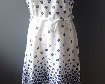 70s Floral Day Dress // White Floral 1970s Polyester Dress