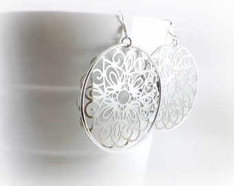 In silver, hoop earrings, rings and filigree silver to give