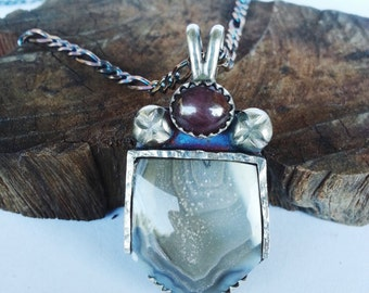 Star Ruby and Banded Agate Pendant Silver Necklace. Handcrafted from solid 925 sterling silver, comes with 20 inch chain vintage retro look.