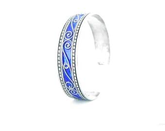 Bangle silver enameled blue glass