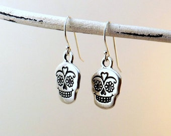 Sugar Skull earrings / Silver skull earrings / Dia de los Muertos earrings / Day of the Dead earrings / Halloween earrings