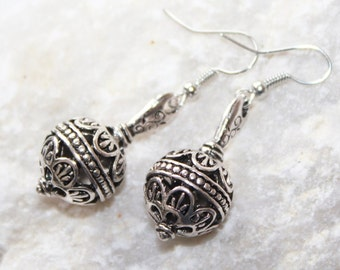 Ball earrings, ball earing