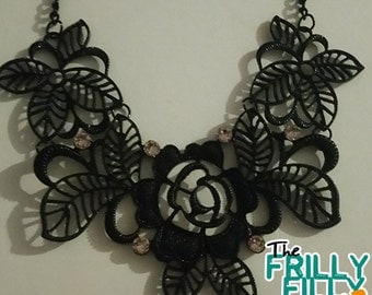 Statement necklace roses