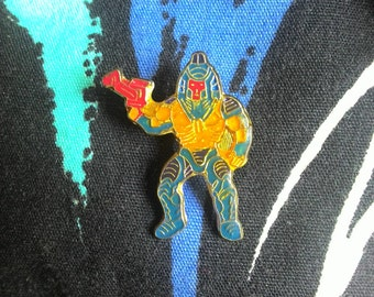 Vintage Man-E-Faces Masters of the Universe He-Man metal pin