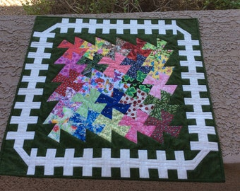 Garden Twister Quilt Pattern, Quilted Table Topper, Wall Hanging, Quilt Instructions, Floral table quilt, twister ruler, Kitchen Quilt