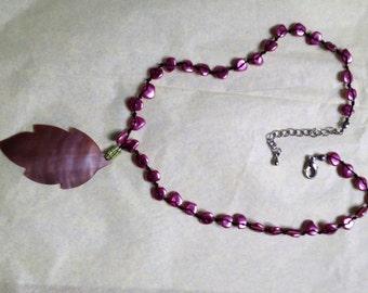 Violet-coloured shell carved leaf necklace