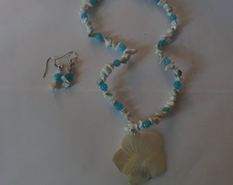 beaded blue and white flower necklace