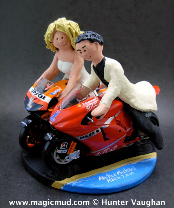 motorcycle cake topper and groom on sportbike motorcycles wedding cake topper 6052