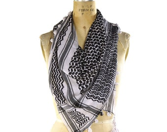 Keffiyeh Scarf / Vintage 1960s Cotton Desert Shawl with Tassels / Black & White Ethnic Bohemian Gypsy Wrap