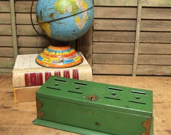 Free Shipping Metal savings bank green with slots for coins Home Budget Bank Tudor Metal New York Vintage Toy Box Hinged Lid